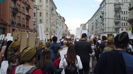 veterano : RUSSIA, MOSCOW - MAY 9, 2019: Immortal Regiment - Procession Vídeos