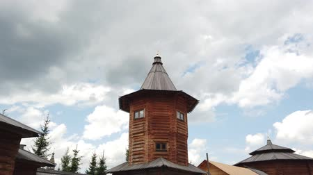 старомодный : Old large wooden orthodox church. Стоковые видеозаписи