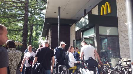 franczyza : MOSCOW, RUSSIA - JULY, 2019: McDonalds Restaurant Frontage on park VDNKH, Exhibition center.