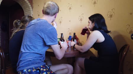 részeg : Company of friends resting at home. Drink beer and cider, eat seeds.