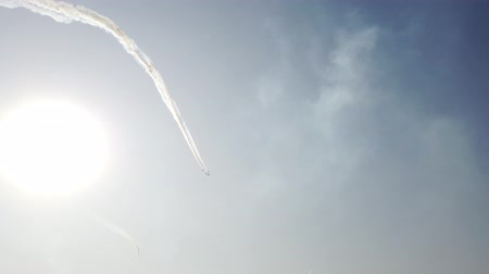 furioso : Military fighters soars high into the sky. Bright sun. Cool footage.