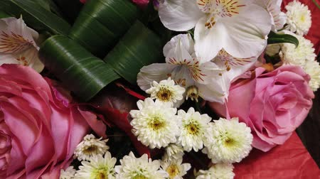 vazen : Beautiful bouquet of flowers. Multi-colored flowers close-up. Festive mood.