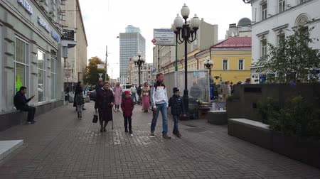 vasárnap : 19 OCTOBER 2019, ARBAT STREET, MOSCOW, RUSSIA: Tourists walking on the old Arbat street in Moscow, Russia