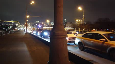 csomópont : MOSCOW, RUSSIA - 12 DECEMBER 2019: Evening city traffic in Moscow. Evening traffic jams in the city. Stock mozgókép