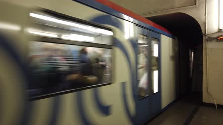 платформа : Subway train moving to the station from the tunnel. Moscow metro.