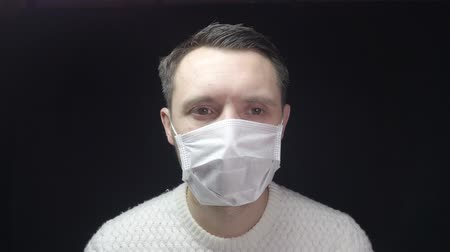 kaszel : A man in a protective mask coughs. The man is sick, colds, cough.