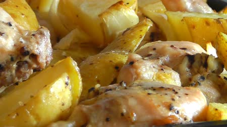 papa : Chicken with potatoes baked in the oven Vídeos