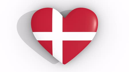 egemenlik : Pulsating heart in the colors of Denmark flag, on a white background, 3d rendering top, loop Stok Video
