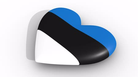 egemenlik : Pulsating heart in the colors of Estonia flag, on a white background, 3d rendering side, loop Stok Video