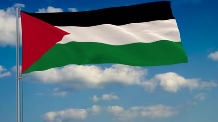 Иерусалим : Flag of Palestine against background of clouds floating on the blue sky.