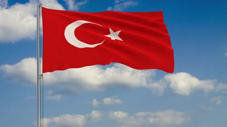 стандарт : Flag of Turkey against background of clouds floating on the blue sky