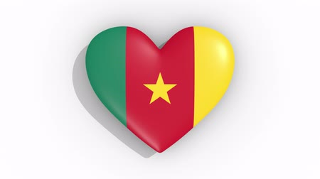 nacionalidade : Heart in colors of flag of Cameroon pulses, loop