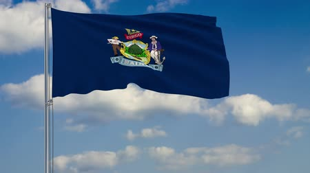 birlik : Flag of Maine - US state fluttering in the wind against a cloudy sky Stok Video