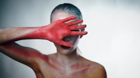 estranho : Mystery weird girl close her face with bloody hand