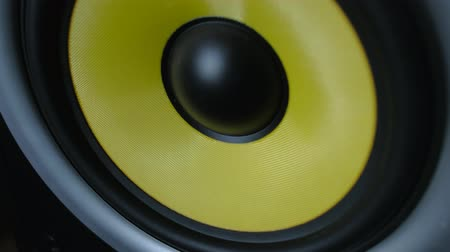 мегафон : Close-up modern speakers play music at high volume. Low frequency loudspeaker with vibrating diaphragm.