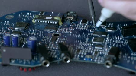 cín : Electronic lab working place with soldering iron and circuit board. Dostupné videozáznamy