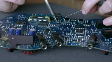 kalay : Electronic lab working place with soldering iron and circuit board. Stok Video