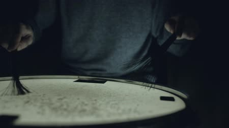 dobos : close-up - the drummer plays with brushes on a snare drum, home lesson training Stock mozgókép