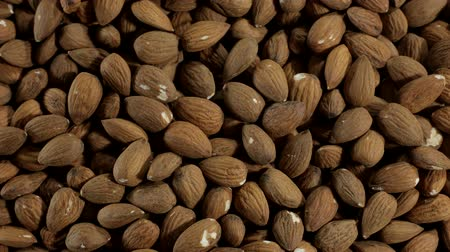 dizi : A lot of fresh raw almonds in stop motion, top view. Almond nuts background