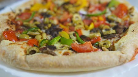 cheese slice : Close up of vegetarian pizza with vegan friendly cheese and vegetables rotation. Veggie food