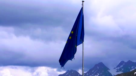 avrupa birliği : EU flag with alpine background