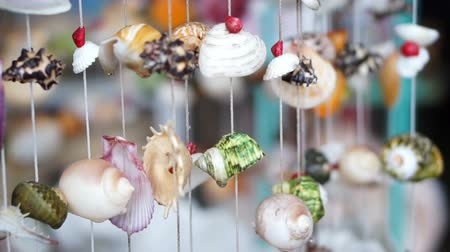 zanaat : wind chimes seashell handmade craft curtain Stok Video