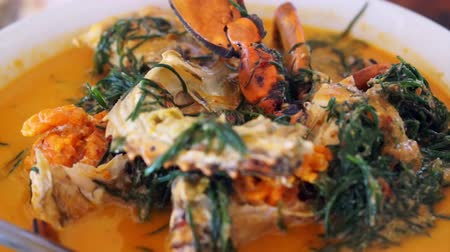 kari : Thai cuisine, Seafood blue crab with spicy coconut curry soup and vegetable Dostupné videozáznamy