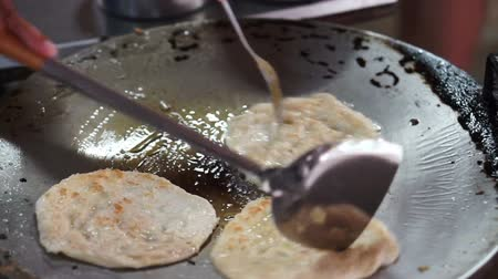 хлеб : Video The making of Indian pancake,Roti Bread with hot pan, oil and butter