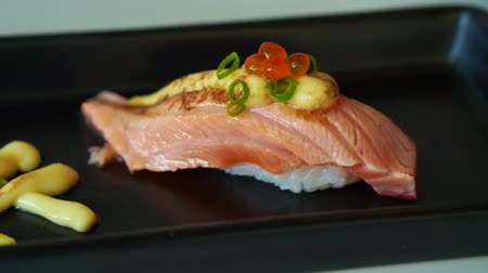 sararmış : Seared salmon nigiri sushi with cheese and mayonnaise decoration in Japanese cuisine