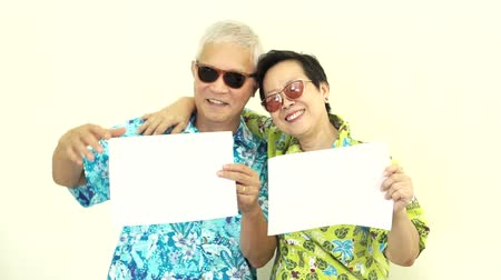 planları : Video Happy Asian senior couple holding white blank sign ready for holiday trip Stok Video