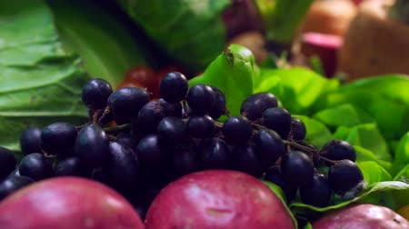фрукты : purple Grapes with fruits and green vegetables setting on table