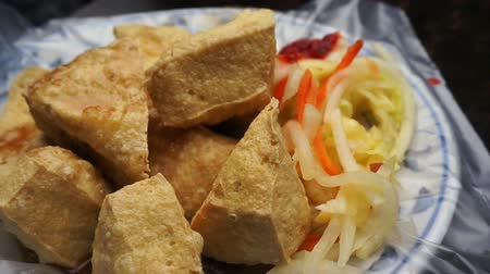 soya peyniri : Fried stinky tofu serve on plate with plastic. Famous and iconic fermented tofu of Taiwan Stok Video
