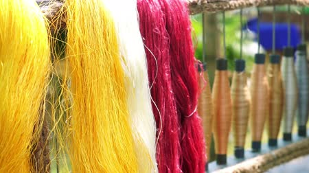 hedvábí : silk wool and silk thread dyed colour in Asia Dostupné videozáznamy
