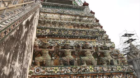 kaew : Wat Arun, Temple of Dawn art details landmark in Bangkok, Thailand