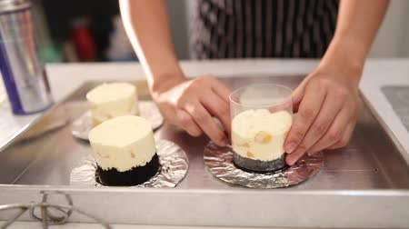 folyo : Hand wrapping plastic and foil around cheese cake tart Stok Video