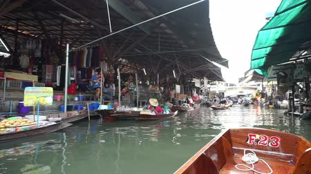 samut : SAMUT SONGKHRAM, THAILAND - March 2016: Video view cruising on boat in floating Market popular destination landmark of Thailand Stock Footage