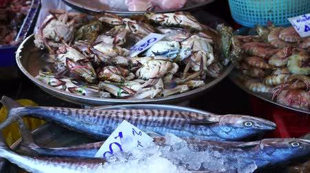 базарная площадь : Fresh fish and seafood selling at local wet market in Asia