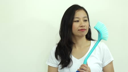 домохозяйка : Asian Woman Happy Cleaning Slow motion video