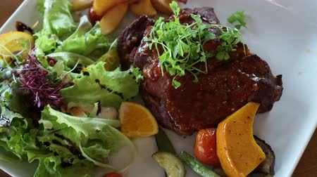 kavurma : Short Ribs barbecue salad with fries 4k