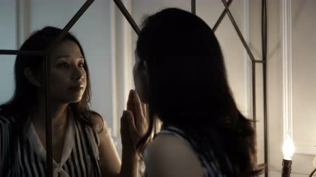 sahte : Asian woman open mirror door finding her Inner self 4K