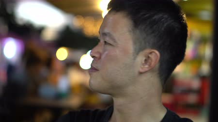 düşünceli : Asian man hanging out at night talking and have fun with friends