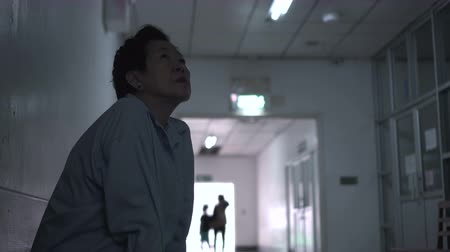yoksulluk : Asian senior woman waiting at hospital corridor worry and sad Stok Video