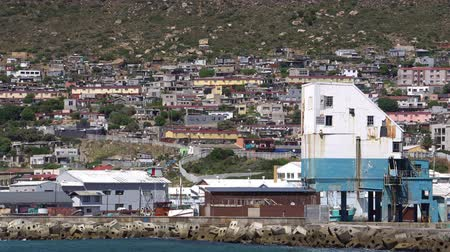 kaapstad : South Africa False Bay Simon Town Coastline Houses Stockvideo