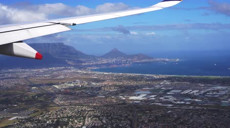 столовая гора : Table Mountain Cape Town South Africa Landmark From Plane View Стоковые видеозаписи