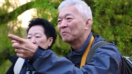 paczka : Asian Senior Couple Travel To Europe Walking In Morning Park