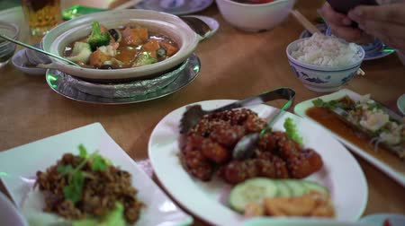 células : Chinese Round Table Meal In Restaurant Gungpao Chickend And Tofu Clay Pot Stock Footage