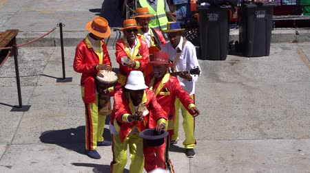 percussão : Cape Town, South Africa - 1 jan 2019: Africa musician band playing for tourist
