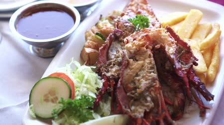 espetos : South Africa Rock Lobster And Seafood Platter With Butter Sauce Stock Footage