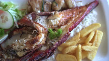 homar : South Africa Rock Lobster And Seafood Platter With Butter Sauce Wideo
