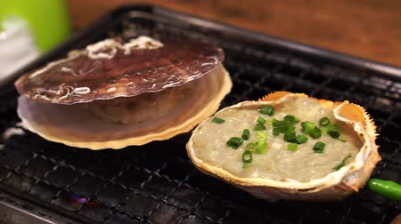 coquille : Japanese Kani Miso In Crab Shell And Scallop Grilling In Restaurant